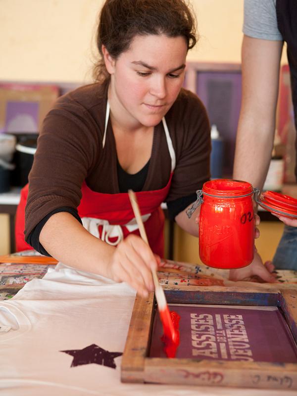 portrait Alice Leblanc Laroche en atelier sérigraphique