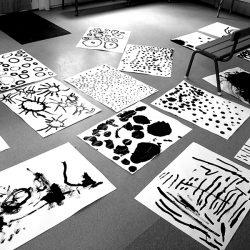 recherches de grands motifs en noir et blanc à même le sol